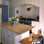 Kitchen with breakfast bar island
